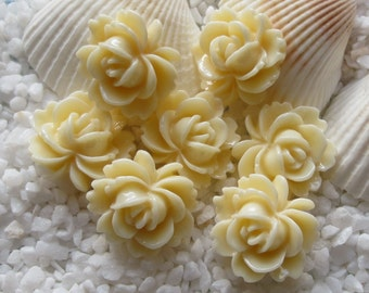 Resin Flower Cabochon - 14mm x 15mm - 12 pcs -  Ivory