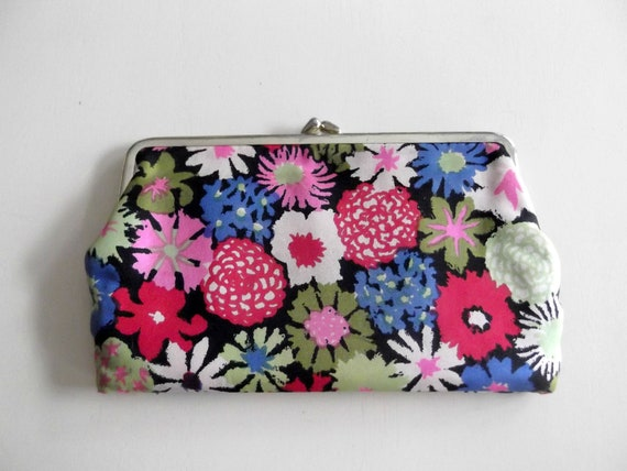 Vintage 1960s Floral Wallet Clutchette Makeup Case