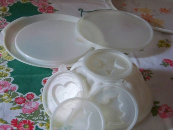 Vintage  White TUPPERWARE GELATIN MOLD w/Interchangable Design Lids