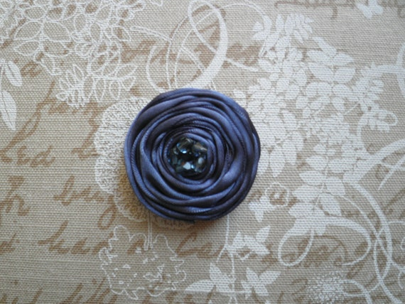 Flower brooch (in a grey-purple shade)