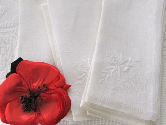 Vintage Set of Twelve White Linen Napkins With Fleur De Lis