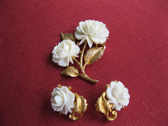 Art Plastic and Gold Brooch and  Earrings Bridal Jewelry Vintage
