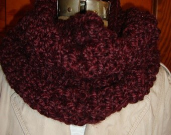 Cowl Hand knitted in Burgundy