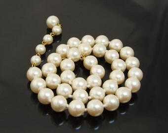 Vintage Elegant And Simple Strand Of Pearls Necklace
