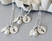 Set of 5 Initial Bridesmaids Necklaces Personalized Bridesmaids Necklaces Five, Leaf Initial Necklace with Pearl Bridal Jewelry