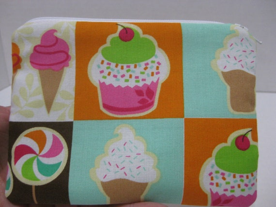 Cup Cakes , Lolly Pops And Ice Cream Women  Zipper Pouch. (Padded)