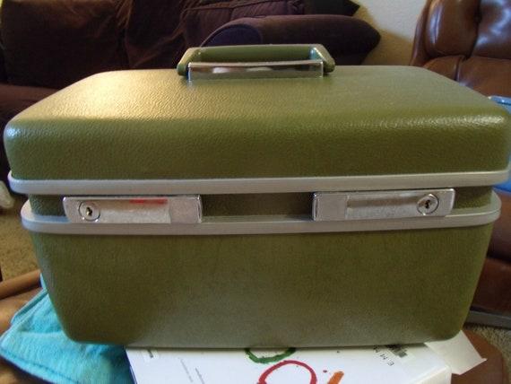 SALE PRICE Vintage Avocado Green Royal Traveller Train Case (or Organizer)