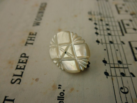 vintage mother of pearl pin - victorian