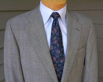 vintage Brooks Brothers Men's 2 piece suit. Glen Plaid - Darted - 2 button. Size 39 Long. 34 Waist