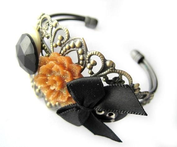 Halloween bracelet, halloween cuff - Autumn, fall colors - Black, orange, gold - glitter, diamond, bow, flower cabochon - filigree
