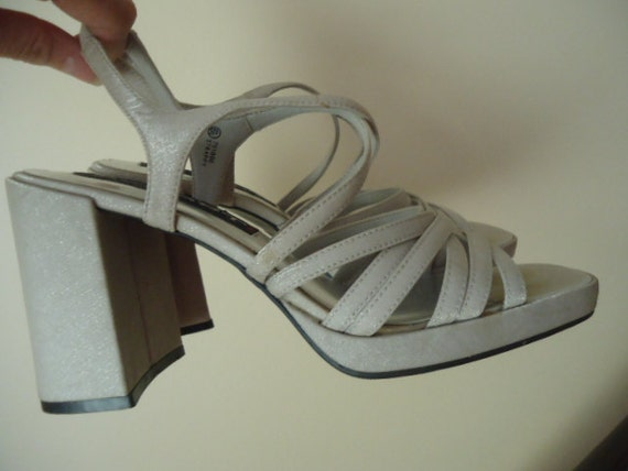 Silver grey chunky heel strappy platform sandals 60's 70's 80's vibe prom wedding formal Hunger Games Capitol costume size 6.5