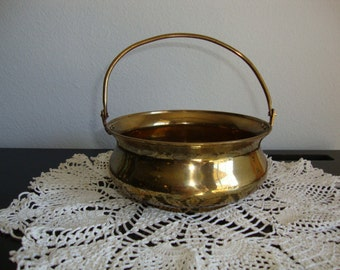 Brass basket with moveable handle