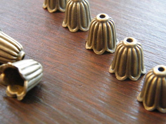 40 x Antique Brass Bead Caps Bronze Bell Shape Beadcaps 10mm