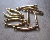 10 Links, gold-plated brass, 11x2mm curved flat end bar. .  - JD211