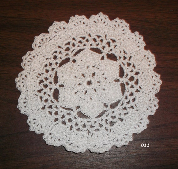 Small Crocheted Doily (Item 011)