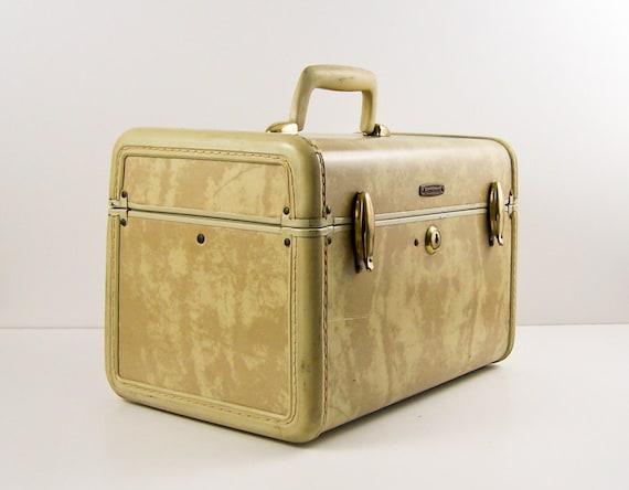 vintage samsonite train case 1950s makeup case with key cream. Black Bedroom Furniture Sets. Home Design Ideas