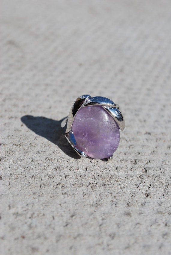 Amethyst gemstone set oval ring with healing properties size 7 3/4 P