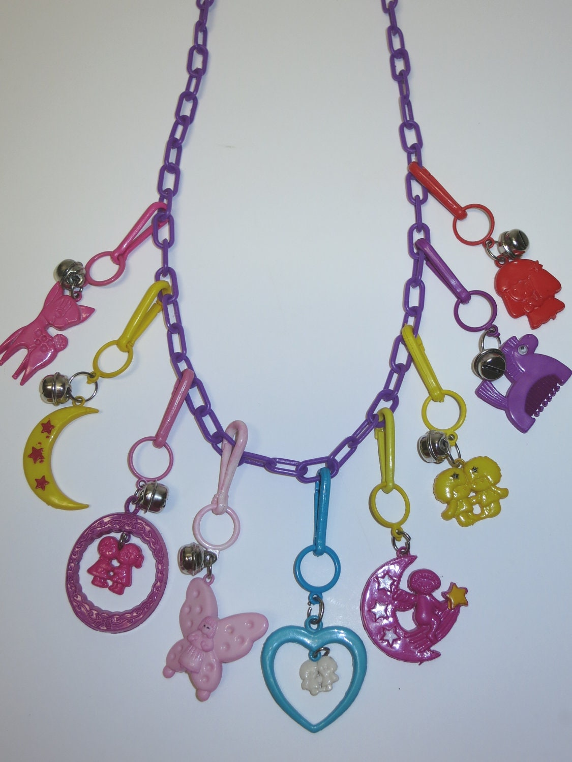 1980s plastic charm necklace jewelry 80s purple chain 9 charms