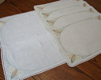 Linen Placemats Set of Four Vintage Place Mats with Centerpiece Doily Tray Liners