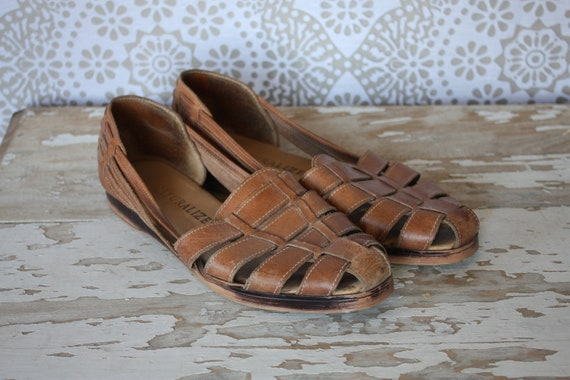 Women's Vintage 1980's Caramel Colored  Woven Leather Huaraches Sandals Size 9.5 N