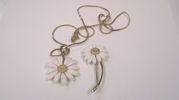 Vintage/Retro White enamel Daisy Matching Pendant & Brooch Set, gold tone metal, Signed Biagi