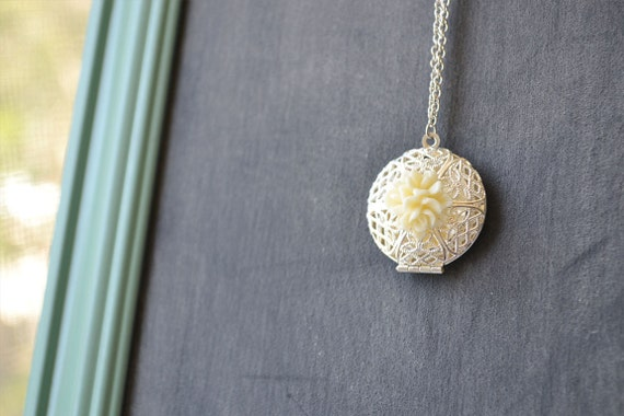 Cream Bloom Silver Locket Necklace