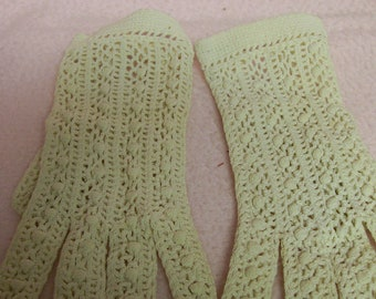Crocheted Vintage Gloves Small Size Dress Up Prom Church  Weddings
