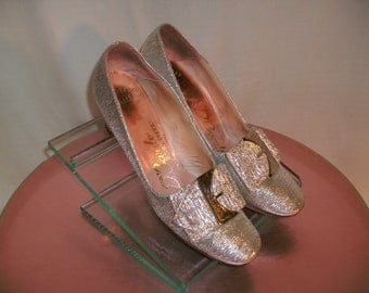 Vintage 1970's D'Cardo Silver Pumps with Buckles - Size 6 1/2