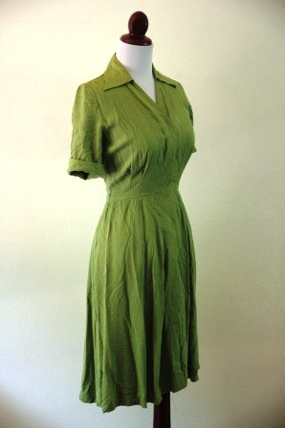 Vintage 1940s Green WWII Pin Up Dress