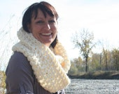 Fall Winter Bulky Circle Scarf Big Oversized Crochet Chunky Aran Cream White Infinity Scarf Cowl Neckwarmer