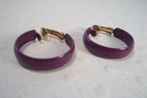 60's Mod Purple Enamel Hoop Earrings, Vintage Art Moderne Clip Ons