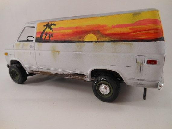 Follow the Sun 1/24 scale surfer van model car in white