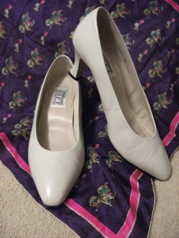 "Vintage Ladies Leather Pumps with 2 1/2"" Kitten Heel by Worthington Size 9 1/2 Wide Only 12 USD"