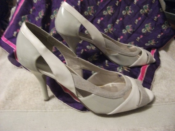 "Vintage Ladies Khaki Peep Toe Pumps by Worthington with 3 1/2"" Heel Size 10 Only 8 USD"