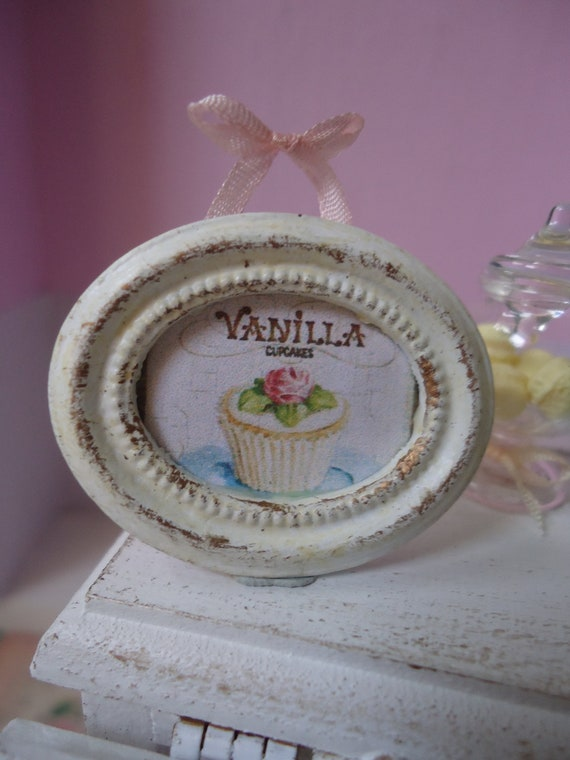 "Oval framed picture ""Vanilla cupcake"". 1/12th scale"
