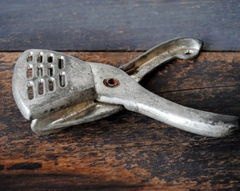 Vintage Cast Metal Citrus Squeezer Kitchen Utensil Hand Held Juicer