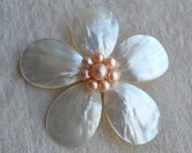 pearl brooch,shell brooch,flower brooch,wedding party,bridesmaid gift,pearl jewelry.bridal brooch, pink pearl and white shell flower brooch