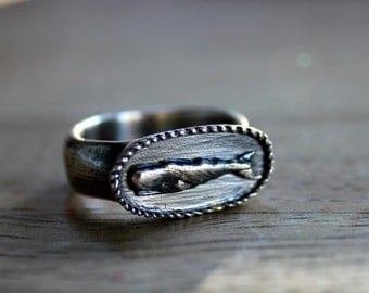 Moby Dick Whale Signet Ring with Rope Edge