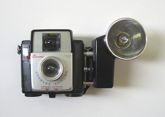 Vintage Camera, Kodak Brownie Starlet / Original Box, Film & Flash Bulbs