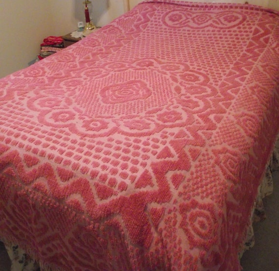 Vintage Chenille Bedspread Pink plush floral twin / full 76x96