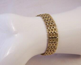 Vintage gold tone link bracelet