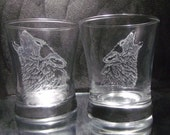 custom barware Wolf glass tumbler set of 2, hand engraved glass drinkware - GlassGoddessNgraving