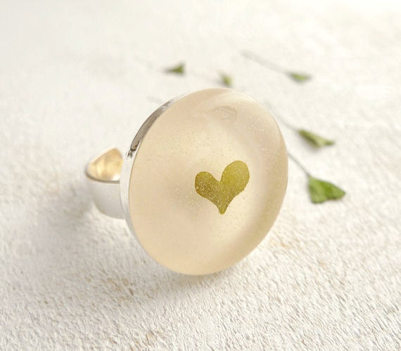 Pressed Clover Resin Ring - Heart preserved in Epoxy Resin - handmade jewelry for nature lovers
