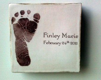 Personalized keepsake picture box of baby's footprint