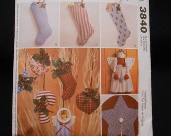 McCalls 3840    Christmas accessories, stockings, ornaments,  tree skirt