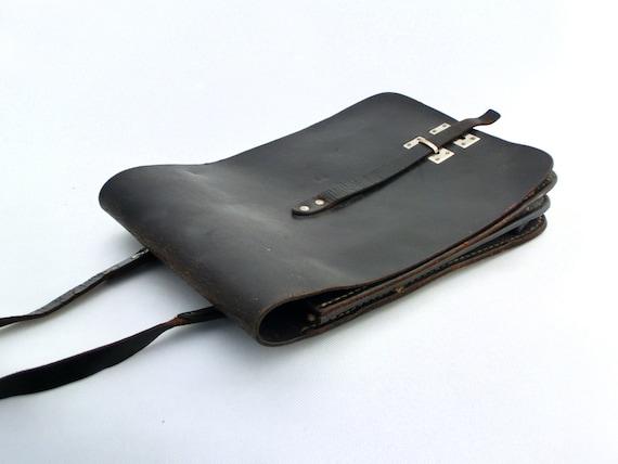 Vintage leather messenger bag from the 60s - black color