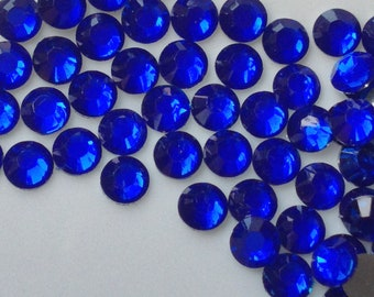 2 mm High Quality 14 Faceted Cut Resin Rhinestone Navy Blue Colour Diamond (.cu)