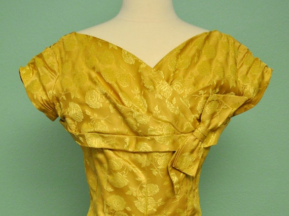 Vintage Yellow Gold Formal Full Length Prom Dress