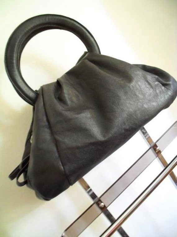 La Pouf . Cutest Puff Bag & Detachable Strap . Black Faux Leather . Gorgeous Pumpkin Shape 1980s Fab Polka Dot Lining