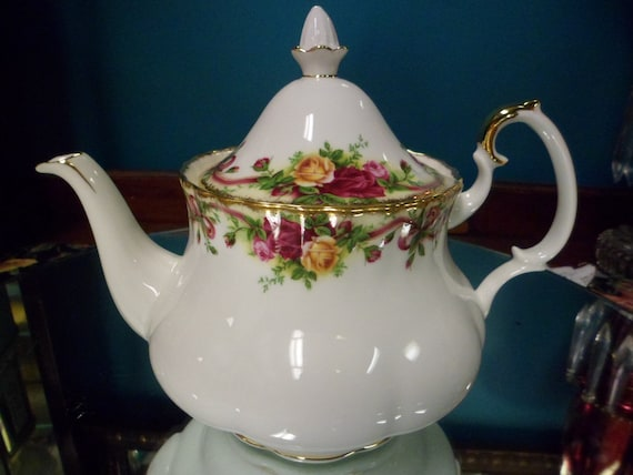 Summer Sale and Free Shipping - Royal Albert Tea Pot - Old Country Roses Ruby Collection